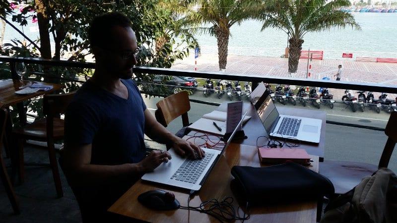 working-office-ocean