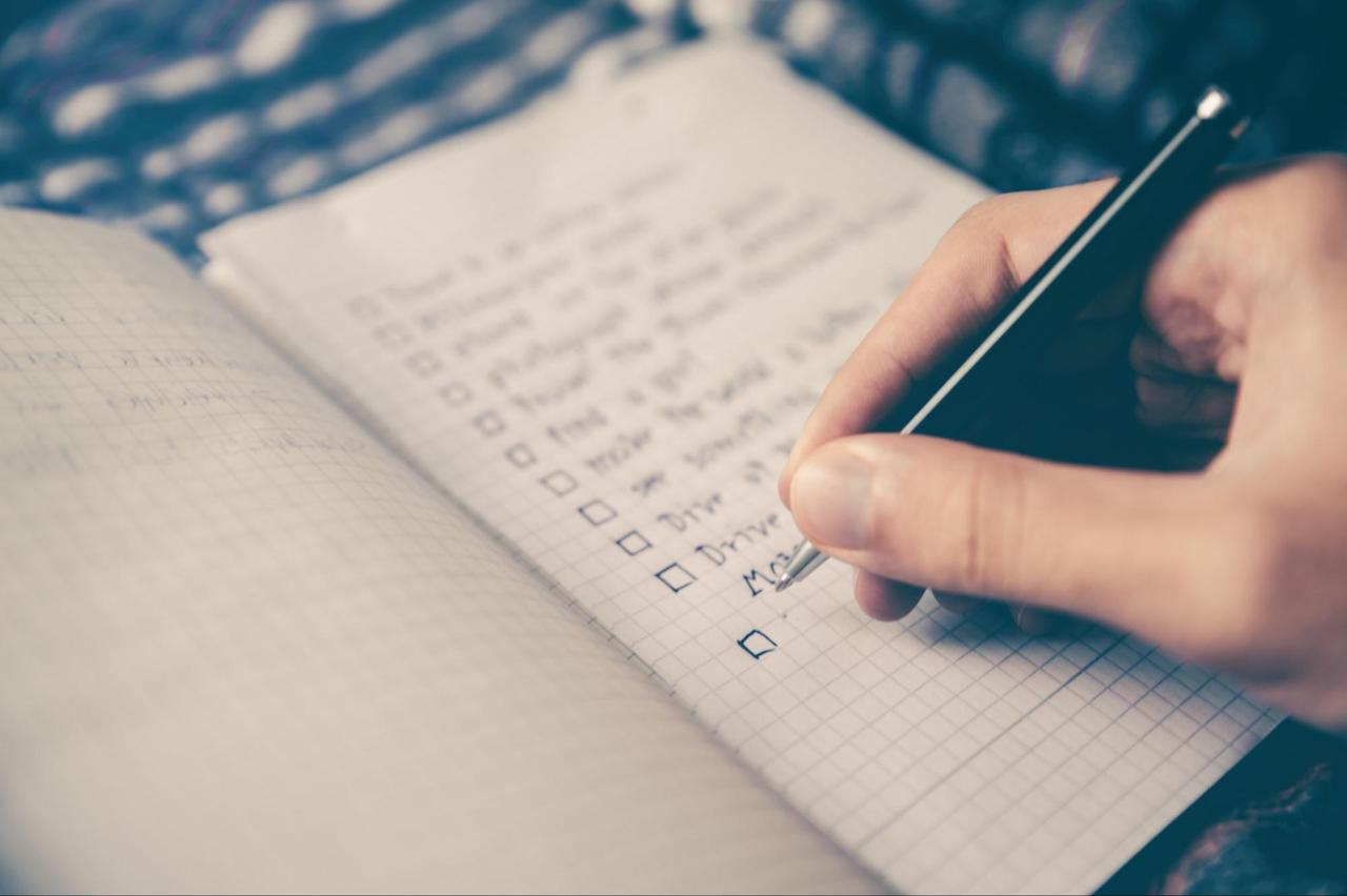 motivating goals writing in notebook
